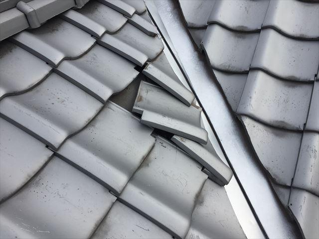 玉野市 雨漏り修理 台風の影響で瓦が捲れています