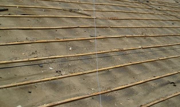 岡山県久米南町 屋根工事 屋根リフォーム 桟木とルーフィング撤去作業