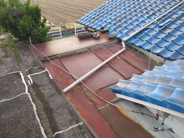 岡山市南区で台風の影響でトタンが捲れ雨漏り発生/屋根リフォーム
