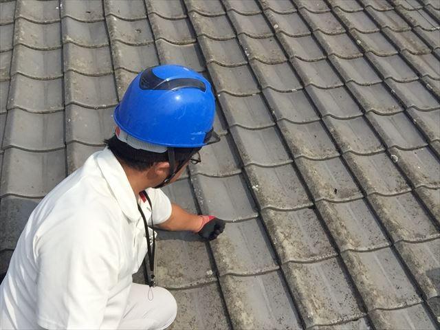 倉敷市で屋根修理。瓦を剥がし下地補修、セメント瓦葺き直し点検