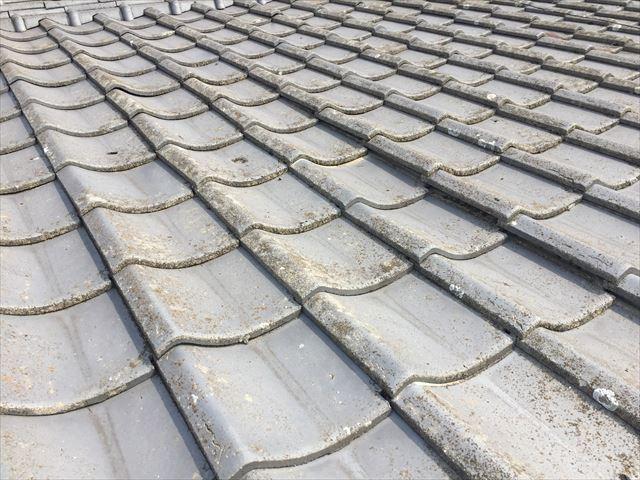 倉敷市で屋根修理。セメント瓦を剥がし、下地補修、瓦を葺き直し