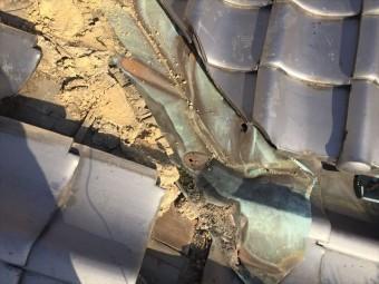 岡山市北区 雨漏り修理 谷板金取り替え工事 銅板に穴