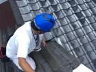 岡山市北区で台風の影響で雨漏り 私も屋根に上がり雨漏りの原因を調べます。