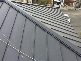 岡山市中区 ガルバリウム鋼板の縦葺きの隅棟
