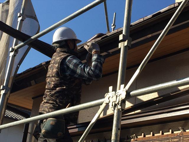 岡山市南区で瓦工事の終わり、パナソニックの雨樋架け替え工事です