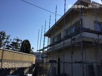 岡山市北区 裏面の足場を組み立てていきます