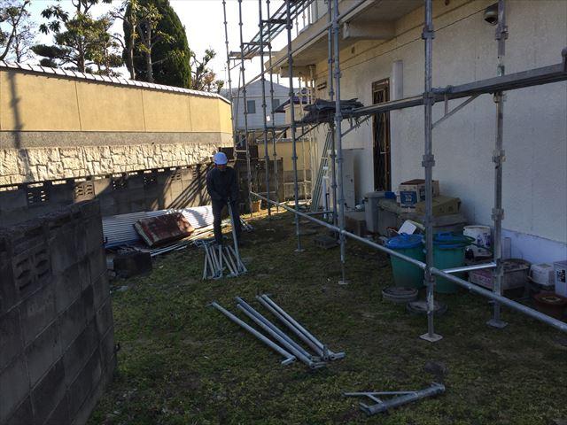 岡山市北区 足場を組み立てていきます