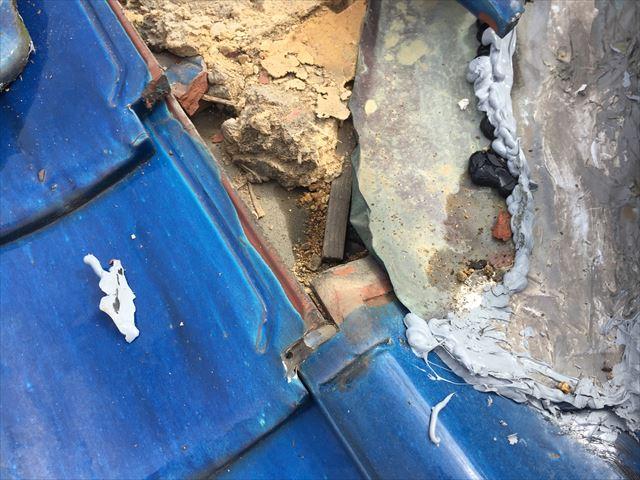 備前市 雨漏り修理 瓦をめくったら雨漏り跡が