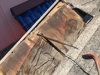 玉野市で瓦を捲った状態