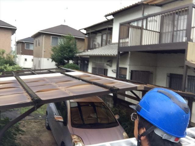 岡山市中区で火災保険で台風で飛んだカーポートの波板を修理依頼