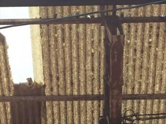 岡山市北区 屋根破損 ほかの屋根材も割れています。