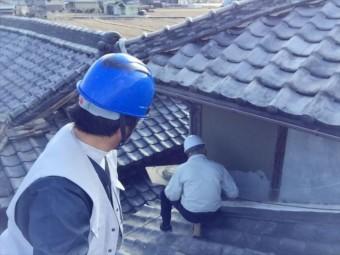 岡山市北区 雨漏り修理 屋根に上がり確認