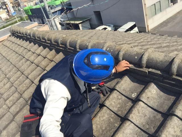 岡山市北区 雨漏り修理 屋根に上がり点検