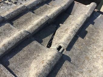 岡山市北区 雨漏り修理 瓦が割れています。