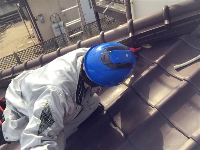 赤磐市で屋根瓦の補修工事です。セメント瓦の傷み具合を点検依頼
