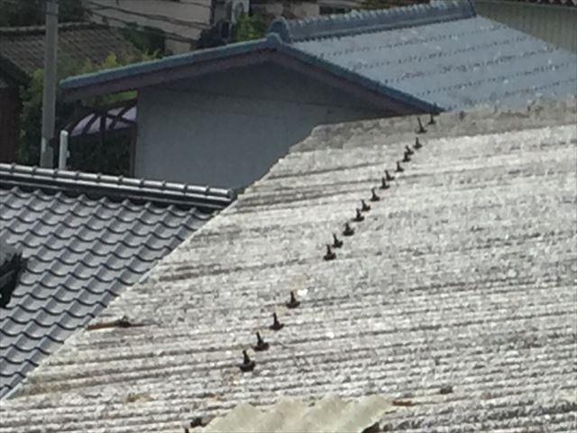 岡山市北区 屋根破損 屋根材の留め金具も飛んでます。