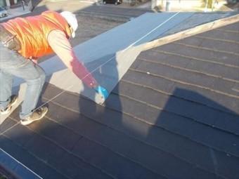 岡山市中区 屋根リフォーム工事 カバー工法 下葺き材の防水紙ルーフィングの貼り付け